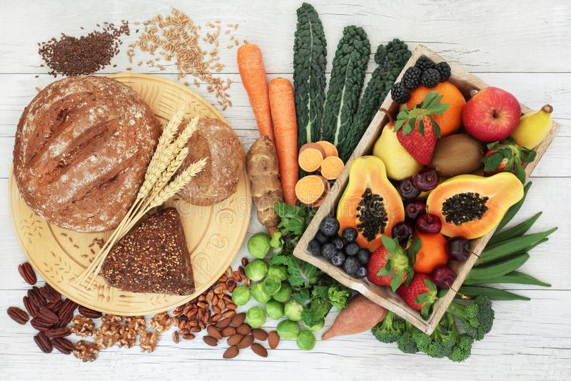 Πλούσια σε ίνες τρόφιμα για μια υγιή ζωή στοκ φωτογραφίες