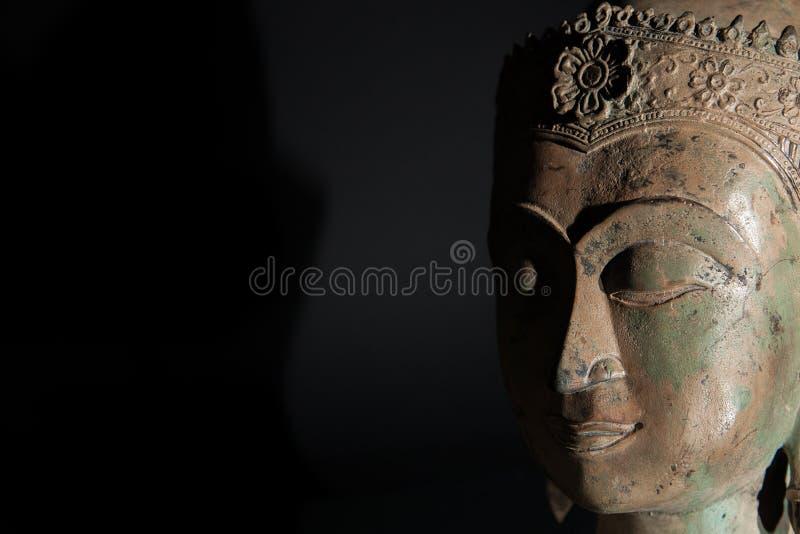 Πνευματικός Διαφωτισμός Κεφάλι αγαλμάτων του Βούδα με το διάστημα αντιγράφων στοκ εικόνα