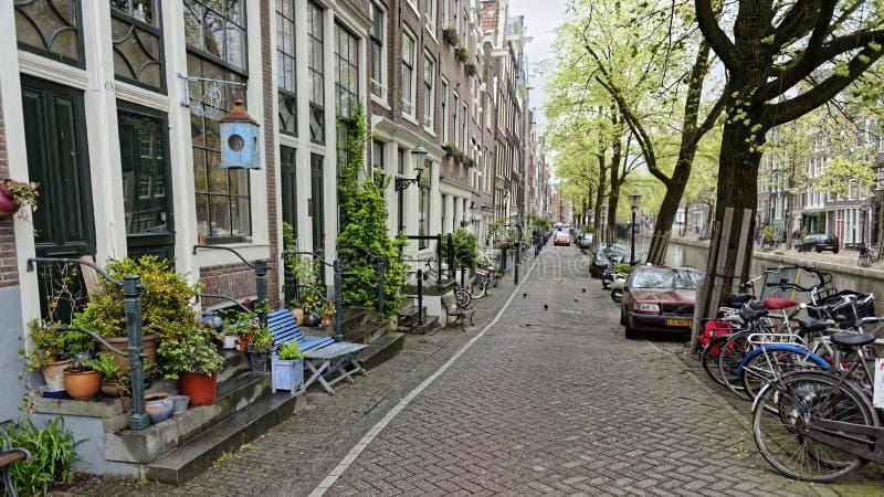 Ποδήλατα και αυτοκίνητα στην οδό, Άμστερνταμ, Ολλανδία στοκ φωτογραφίες με δικαίωμα ελεύθερης χρήσης