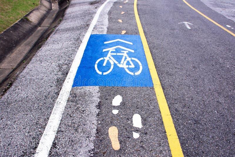Ποδήλατο και πάροδος για τους πεζούς πορειών στοκ φωτογραφίες