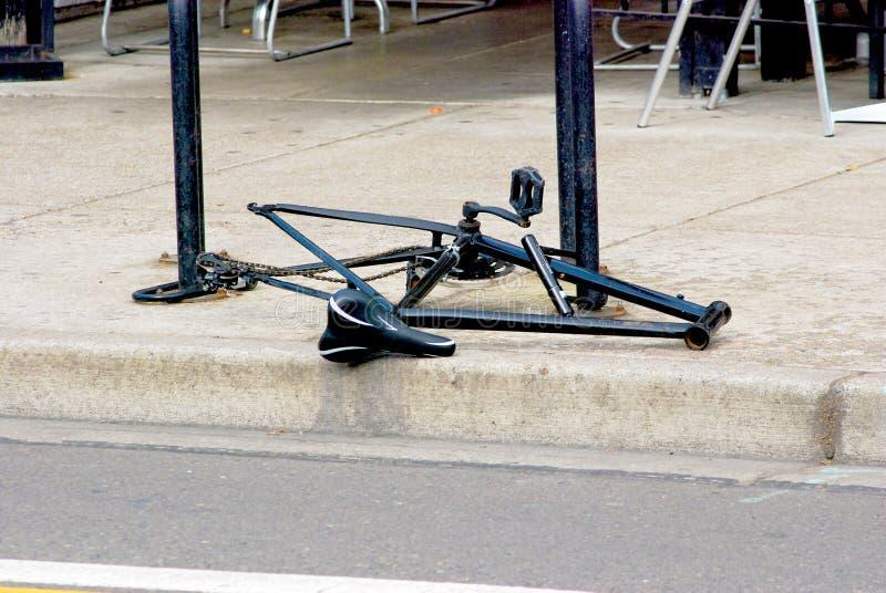 Ποδήλατο με τις ελλείπουσες ρόδες και Handlebars στοκ φωτογραφία με δικαίωμα ελεύθερης χρήσης
