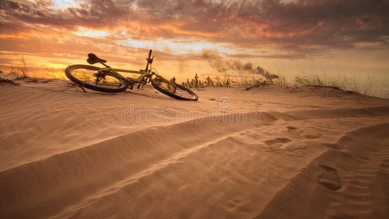 Ποδήλατο στην έρημο στοκ φωτογραφία
