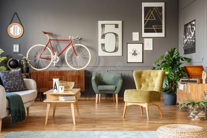 Ποδήλατο στο καθιστικό στοκ φωτογραφία με δικαίωμα ελεύθερης χρήσης