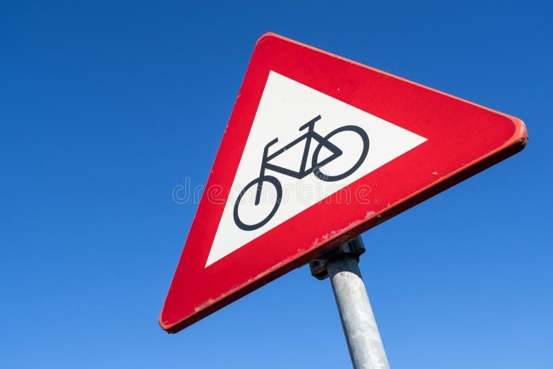 Ποδηλάτες και αναβάτες μοτοποδηλάτων στοκ εικόνες με δικαίωμα ελεύθερης χρήσης