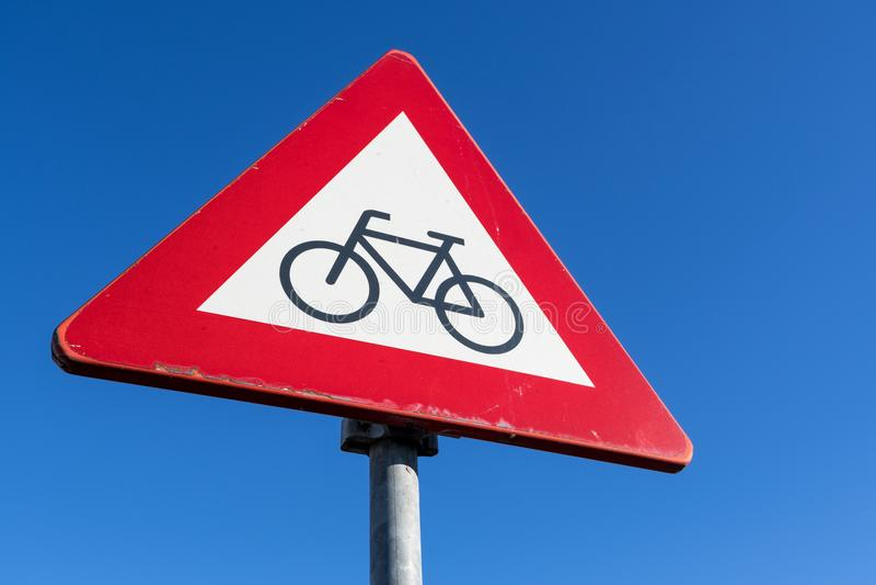 Ποδηλάτες και αναβάτες μοτοποδηλάτων στοκ εικόνα