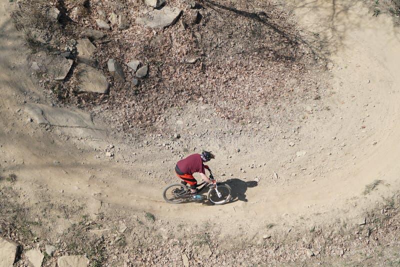 Ποδηλάτης βουνών άνωθεν στοκ εικόνες με δικαίωμα ελεύθερης χρήσης