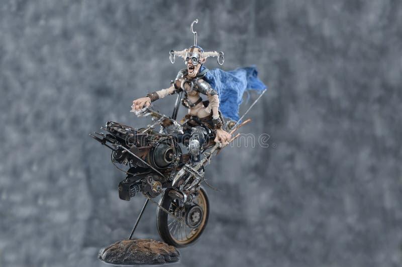 Ποδηλάτης μετάλλων αργίλου εγγράφου πορσελάνης mache steampunk στοκ εικόνες