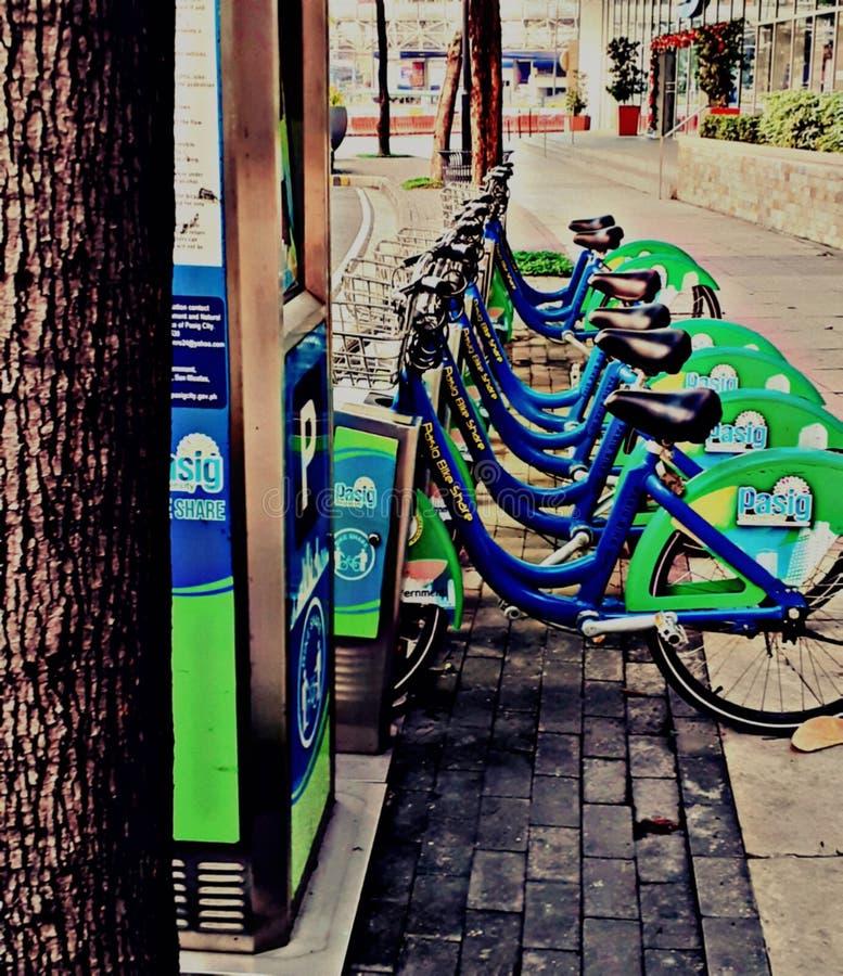 Ποδηλατοδρομία, φιλική προς το περιβάλλον περιήγηση Τοποθεσία: Capitol Commons, Πακιστάν Φιλιππίνες στοκ φωτογραφίες