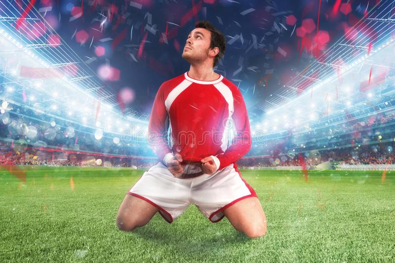Ποδοσφαιριστής exults σε ένα πλήρες στάδιο στοκ εικόνες