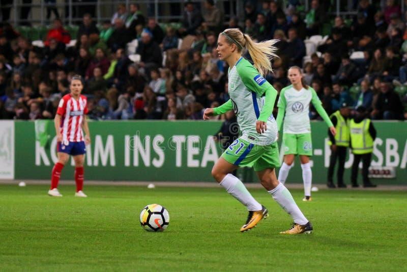 Ποδοσφαιριστής Lara Dickenmann στη δράση κατά τη διάρκεια του Champions League των γυναικών UEFA στοκ φωτογραφία με δικαίωμα ελεύθερης χρήσης