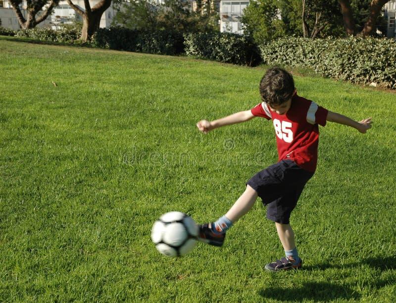 ποδόσφαιρο αγοριών στοκ φωτογραφία