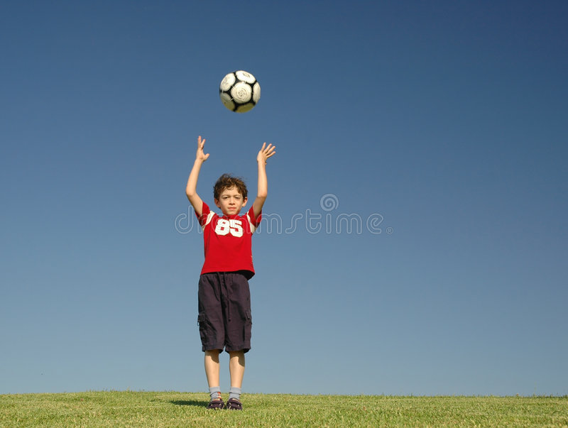 ποδόσφαιρο αγοριών στοκ φωτογραφία με δικαίωμα ελεύθερης χρήσης