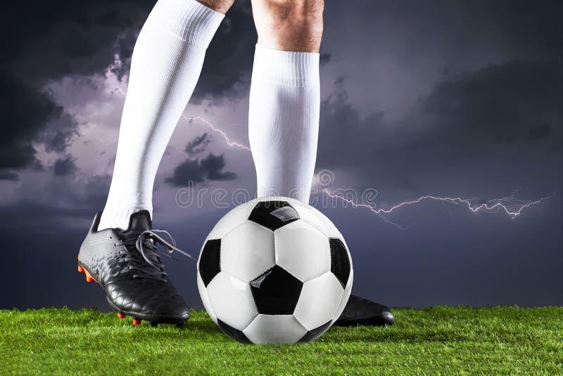 ποδόσφαιρο Αντιστοιχία Fotball Έννοια πρωταθλήματος με τη σφαίρα ποδοσφαίρου στοκ εικόνα