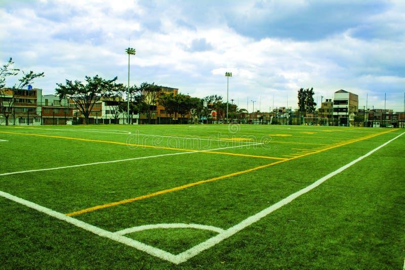 Ποδόσφαιρο και αγωνιστικός χώρος ποδοσφαίρου στοκ φωτογραφία