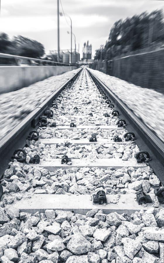 Ποιητικός ασυνήθιστος σιδηρόδρομος στη γρήγορη μετακίνηση στοκ εικόνα