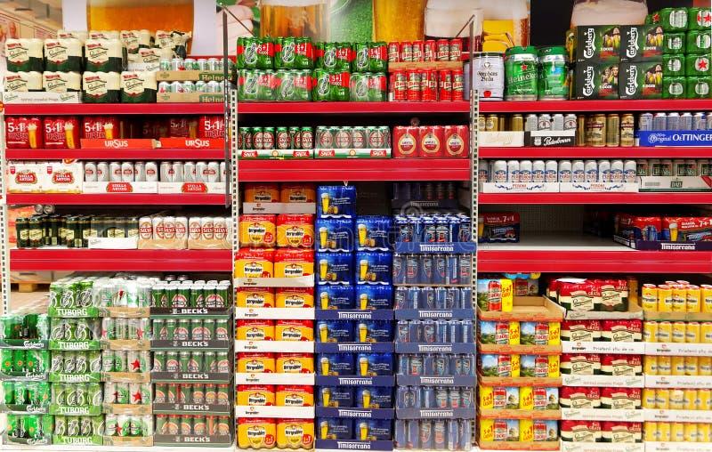 Ποικίλα δημοφιλή εμπορικά σήματα μπύρας στοκ φωτογραφία με δικαίωμα ελεύθερης χρήσης