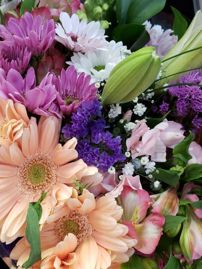 ποικιλία του λουλουδιού σε μια floral ανθοδέσμη, ένα υπόβαθρο και μια σύσταση στοκ φωτογραφίες