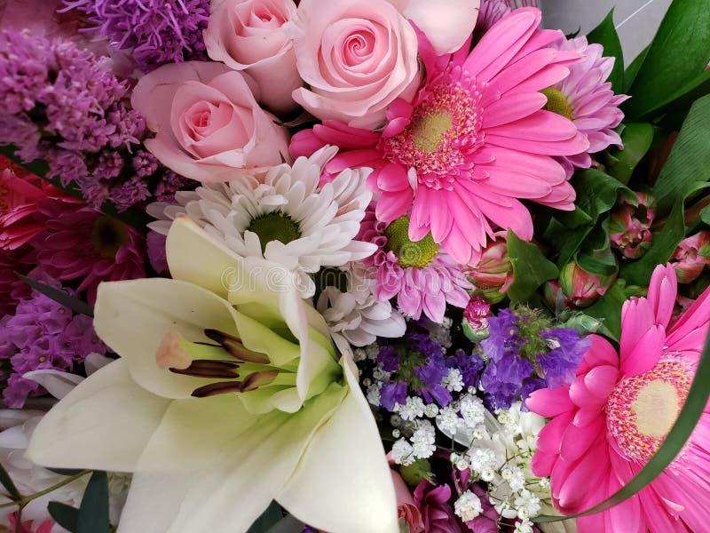 ποικιλία του λουλουδιού σε μια floral ανθοδέσμη, ένα υπόβαθρο και μια σύσταση στοκ εικόνες