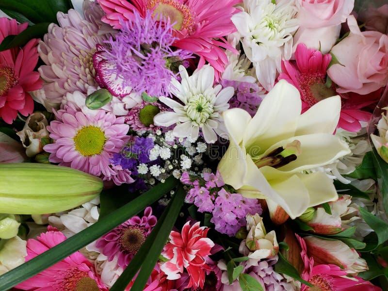 ποικιλία του λουλουδιού σε μια floral ανθοδέσμη, ένα υπόβαθρο και μια σύσταση στοκ φωτογραφία