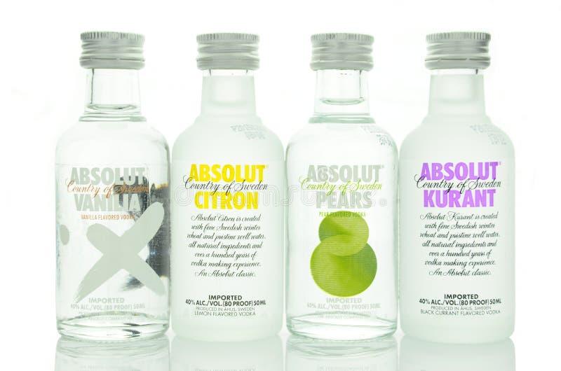 Ποικιλία αρωματικής της Absolut βότκας που απομονώνεται στο άσπρο υπόβαθρο στοκ φωτογραφίες με δικαίωμα ελεύθερης χρήσης