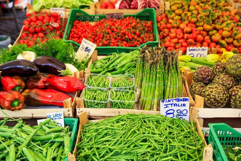Ποικιλία των λαχανικών για την πώληση σε μια αγορά στην Ιταλία στοκ εικόνα με δικαίωμα ελεύθερης χρήσης