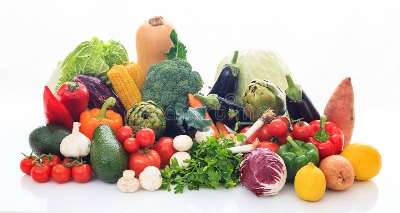 Ποικιλία των λαχανικών στο άσπρο υπόβαθρο στοκ φωτογραφία