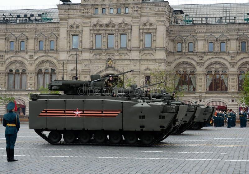 Πολεμικό όχημα πεζικού βάσει της ακολουθημένης πλατφόρμας ` kurganets-25 ` στην πρόβα της παρέλασης νίκης στη Μόσχα στοκ εικόνα