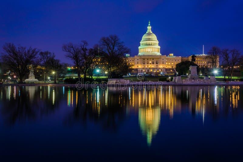 Πολιτεία Capitol τη νύχτα, στην Ουάσιγκτον, συνεχές ρεύμα στοκ εικόνα με δικαίωμα ελεύθερης χρήσης