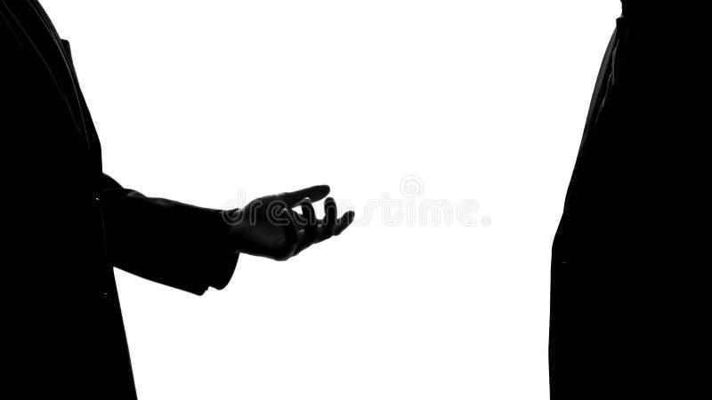 Πολιτικός στο κοστούμι που παρουσιάζει κενό φοίνικα, που ρωτά τη δωρεά χρημάτων, εκβιασμός δωροδοκιών στοκ εικόνες