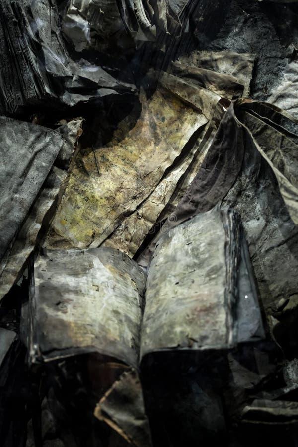Πολλά παλαιά, μμένα βιβλία στοκ φωτογραφίες με δικαίωμα ελεύθερης χρήσης