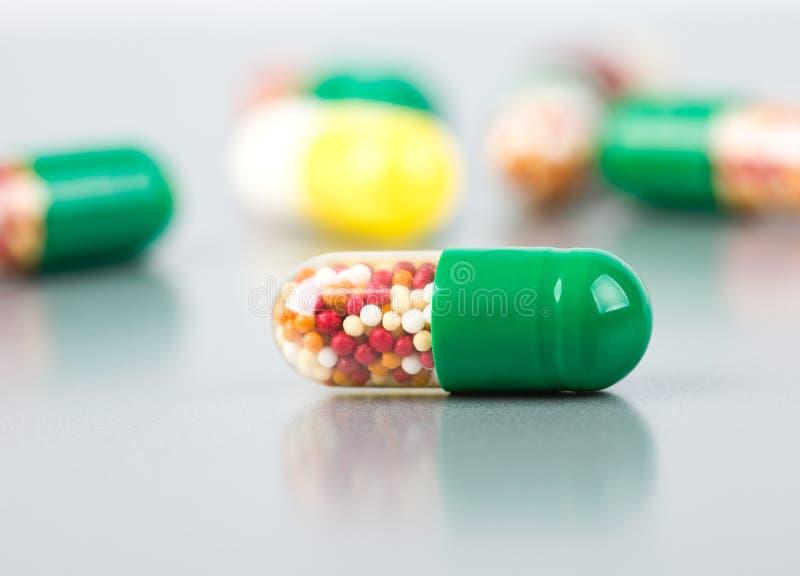 Download πολλά χάπια στοκ εικόνα. εικόνα από ιατρικός, χάπι, στούντιο - 22796633