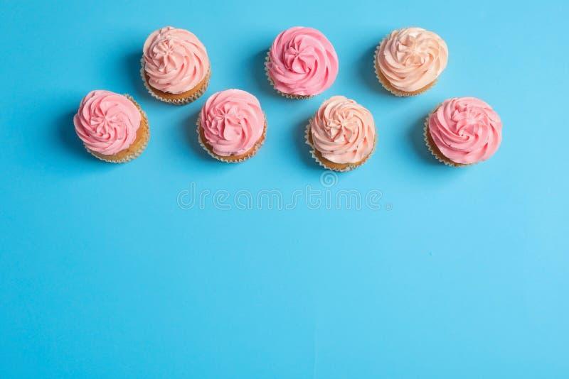 Πολλά yummy cupcakes στοκ εικόνες με δικαίωμα ελεύθερης χρήσης
