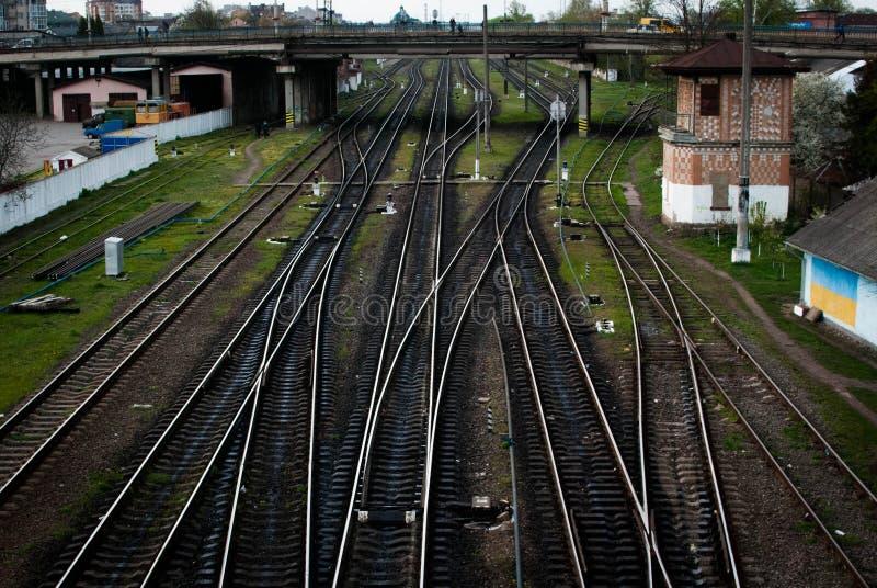 Πολλαπλάσιοι διακόπτες διαδρομής σιδηροδρόμων, συμβολική φωτογραφία για τις ιδιότητες απόφασης, χωρισμού και ηγεσίας στοκ εικόνα