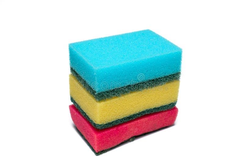 Πολλαπλά χρώματα σπόγγων που χρησιμοποιούνται για πλύσιμο πιάτων στοκ φωτογραφίες με δικαίωμα ελεύθερης χρήσης