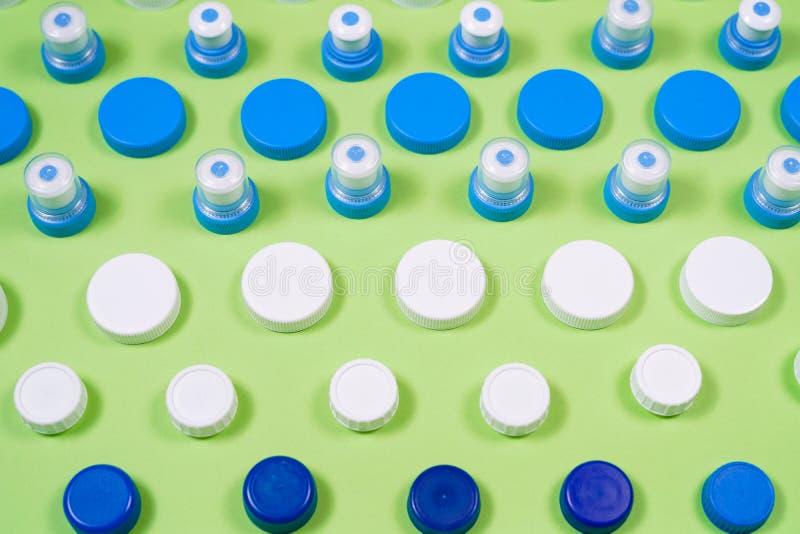 Πολλοί διαφορετικοί τύποι χρησιμοποιούμενοι ή νέα μπαταρία, επανακαταλογηστέο accumulat στοκ εικόνες
