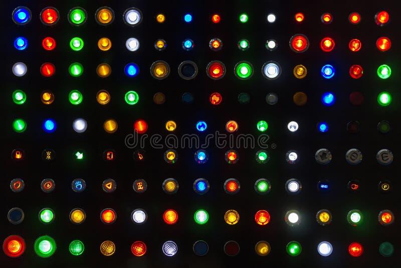Πολλοί καλό ζωηρόχρωμο δείγμα του λαμπτήρα θέσης ή διακόπτης κουμπιών ώθησης για παρουσιάζουν το έμβλημα ή σήμα βιομηχανικά μηχαν στοκ φωτογραφία