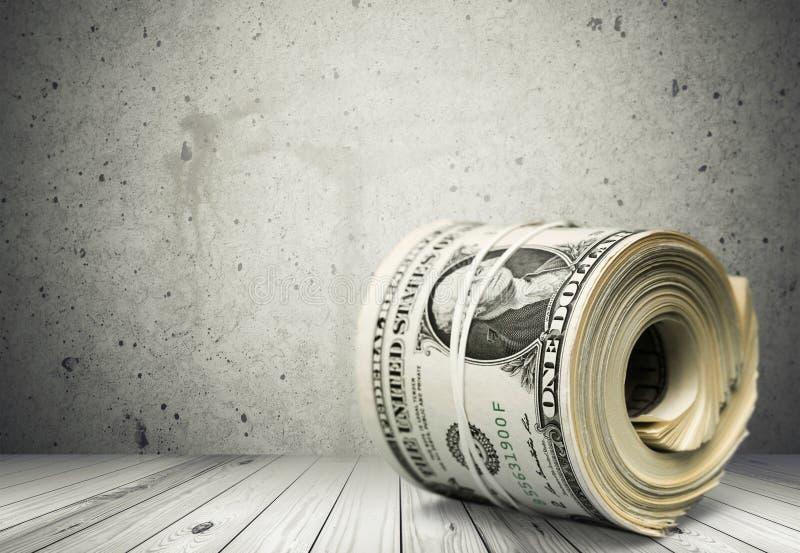 Πολλοί λογαριασμοί εκατό δολαρίων έδεσαν τη λαστιχένια ζώνη στοκ φωτογραφία με δικαίωμα ελεύθερης χρήσης