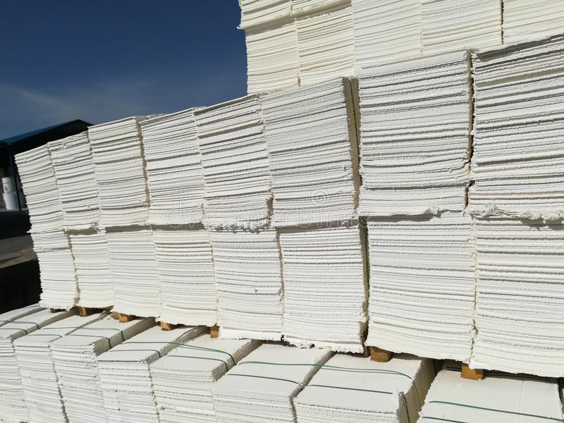 Πολτός χαρτιού για τη βιομηχανία χαρτιού, ακατέργαστο χαρτί στοκ εικόνες με δικαίωμα ελεύθερης χρήσης