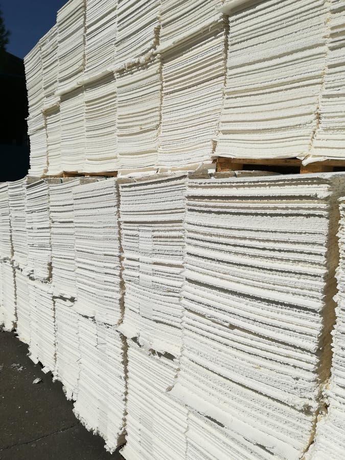 Πολτός χαρτιού για τη βιομηχανία χαρτιού, ακατέργαστο χαρτί στοκ εικόνες