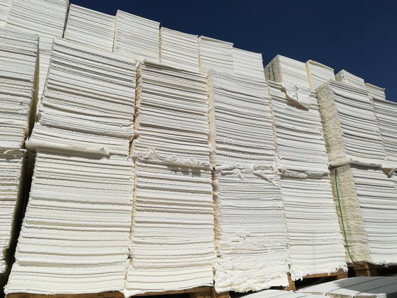 Πολτός χαρτιού για τη βιομηχανία χαρτιού, ακατέργαστο χαρτί στοκ φωτογραφία