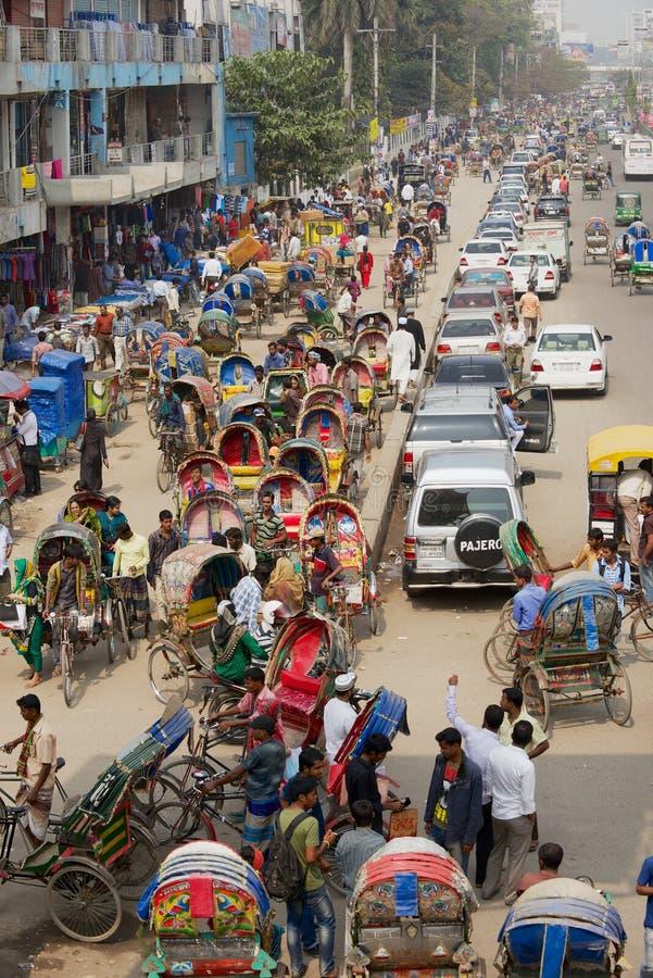 Πολυάσχολη κυκλοφορία στο κεντρικό μέρος της πόλης σε Dhaka, Μπανγκλαντές στοκ εικόνες