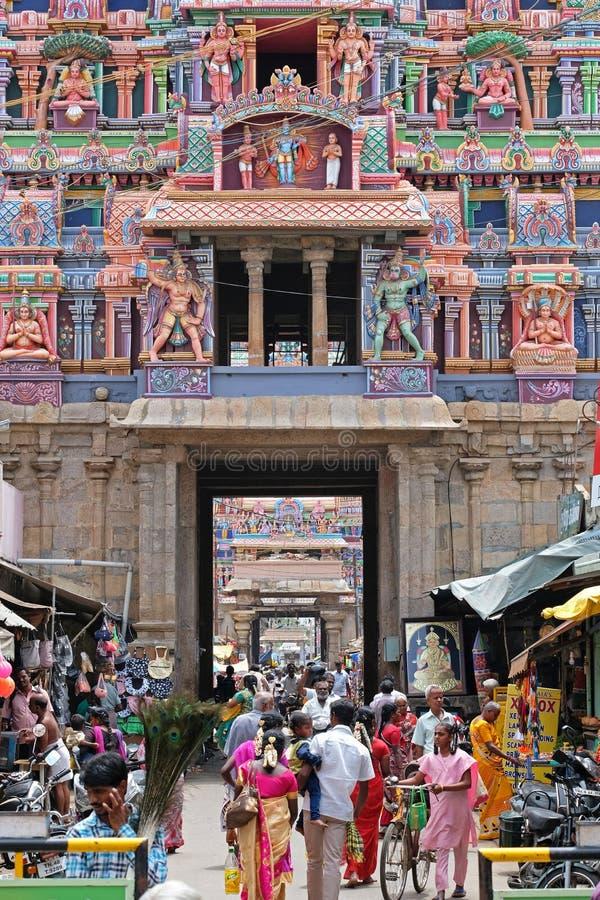 Πολυάσχολη σκηνή σε έναν ινδό ναό σύνθετο στο Tamil Nadu στοκ φωτογραφίες με δικαίωμα ελεύθερης χρήσης