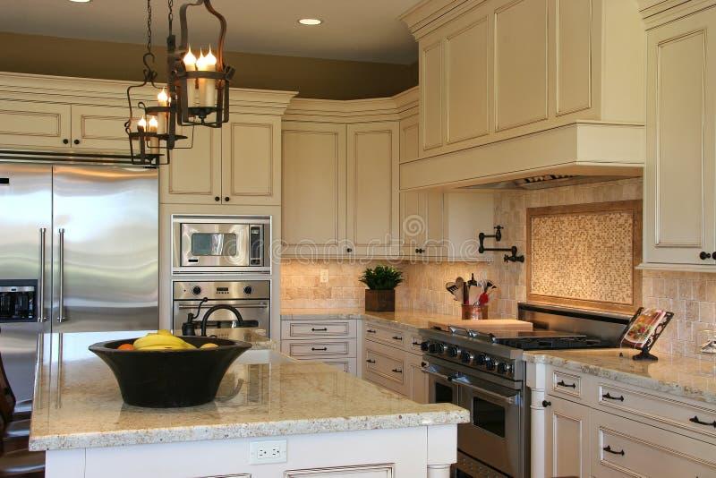 πολυτέλεια κουζινών σύγ& στοκ φωτογραφία με δικαίωμα ελεύθερης χρήσης