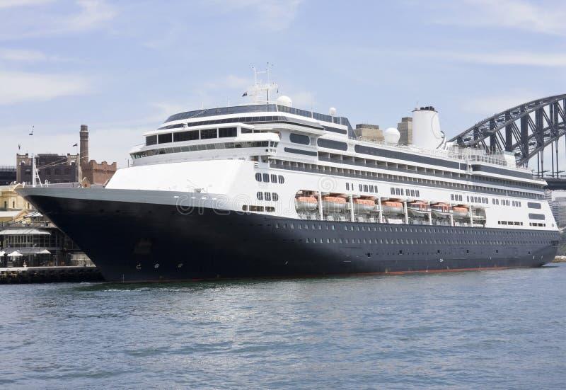Download πολυτέλεια σκαφών της γραμμής κρουαζιέρας Στοκ Εικόνα - εικόνα από βοοειδών, ναυτικός: 22793515