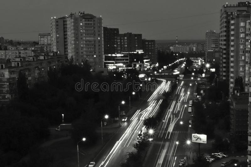 Πολυόροφα κτίρια πόλεων νύχτας στοκ εικόνα με δικαίωμα ελεύθερης χρήσης