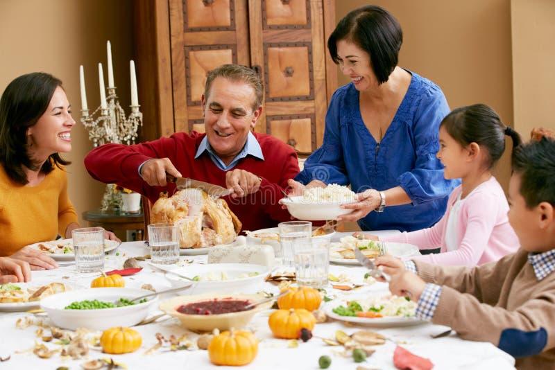 Πολυ ημέρα των ευχαριστιών οικογενειακού εορτασμού παραγωγής στοκ φωτογραφίες με δικαίωμα ελεύθερης χρήσης