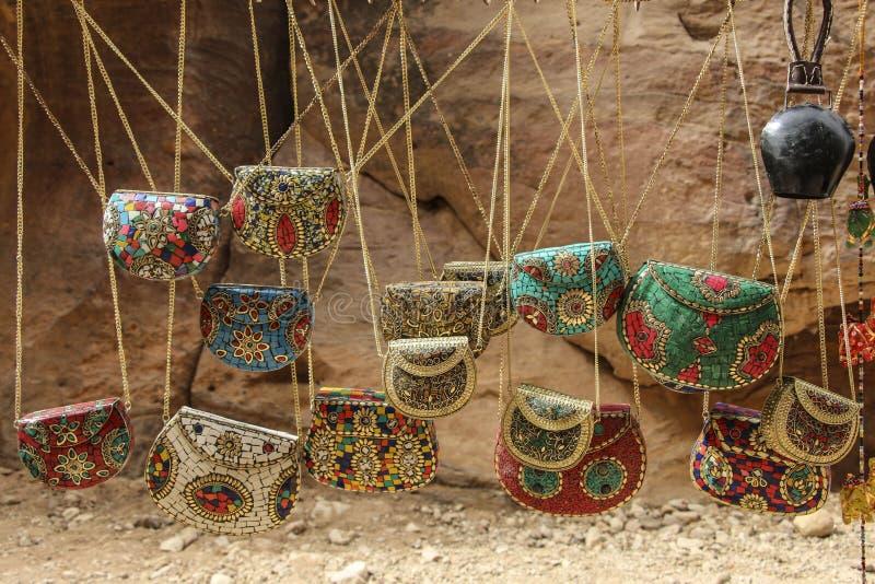 Πολύχρωμες γυναικείες τσάντες αναμνηστικών στο ύφος του παραδοσιακού J στοκ φωτογραφίες με δικαίωμα ελεύθερης χρήσης