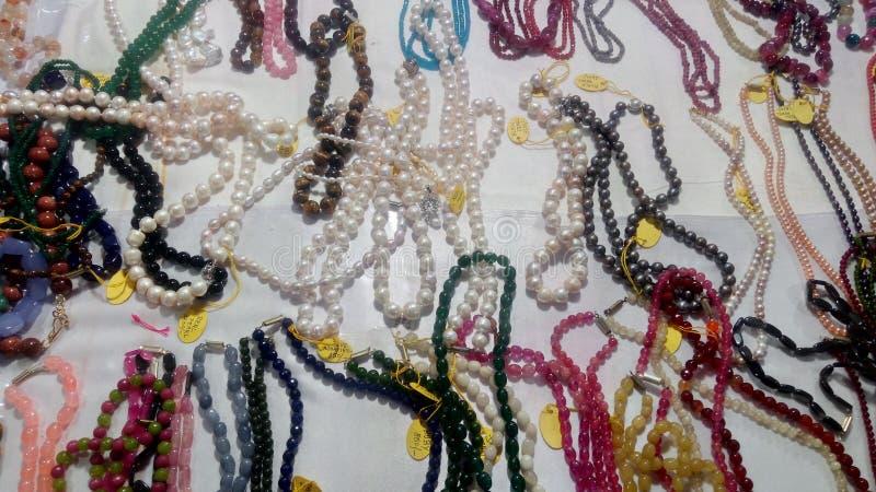 Πολύχρωμες χάντρες μαργαριταριών από το Puducherry στην Ινδία στοκ φωτογραφία