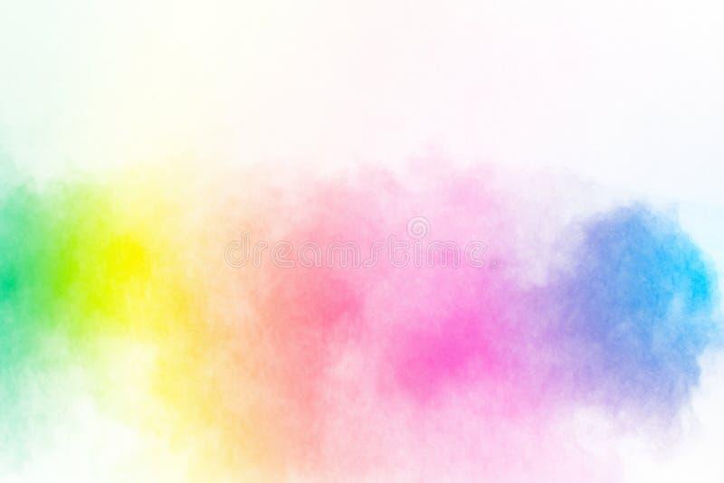 Πολύχρωμη έκρηξη σκονών στο άσπρο υπόβαθρο Προωθημένα ζωηρόχρωμα μόρια στο υπόβαθρο στοκ φωτογραφία