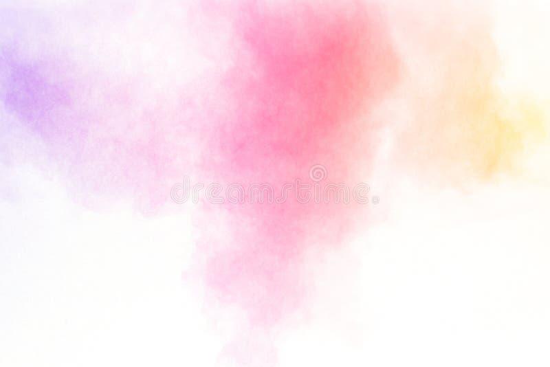 Πολύχρωμη έκρηξη σκονών στο άσπρο υπόβαθρο Προωθημένα ζωηρόχρωμα μόρια στο υπόβαθρο στοκ εικόνα με δικαίωμα ελεύθερης χρήσης
